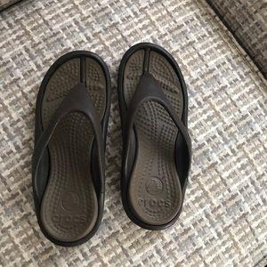 Crocs flip flops unisex size 6 men 8 women